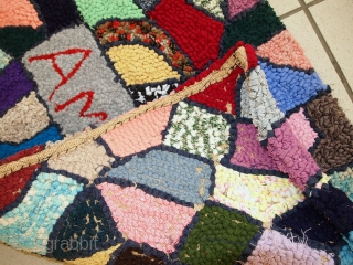#1C63  Hand made vintage American hooked rug  1.10' X 3' ( 59cm X 91cm ) C.1980