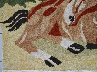 #1C62  Hand made antique American Hooked rug 2.9' X 4' ( 83cm X 122cm ) C.1940