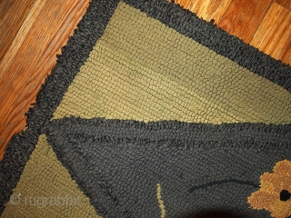 #1C74  Hand made antique American hooked rug 1.9' x 3.2' ( 58cm X 97cm ) C.1900