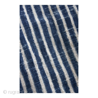 This is a gorgeous antique hand spun and handwoven Japanese cotton bag, that was once used to store urushi lacquer bowls. The stripes seen here were achieved using the stencil-dye technique known  ...