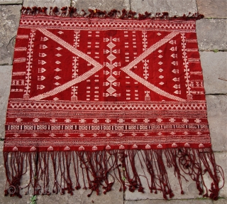 Tunisian shawl [Bakhnuq] 152 x 117cm [excluding the fringes] Good condition. Probably mid 20th century or there abouts.