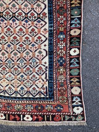 Fine antique Dagestan prayer rug. 19th century. Good condition except the outer minor guard lost. 139x112cm.