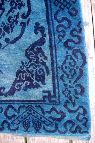 Charming antique Tibetan mat. Wool foundation, circa 1900. Good condition. Lovely wool. 80 x 58cm.