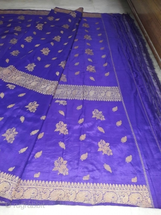 Vintage Rare design of Pitambari real Zari Sari made in Benaras Uttar Pradesh India in mint wearable condition the size of this sari is 550 cm x 110 cm