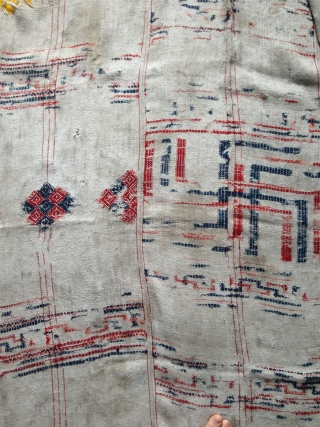 bhutan  blanket of good age are quite rare . 3 stripes cotton plainweave with woolen extra weft. possibly 18th century. quite worn but still giving a nice strong image. nice document  ...