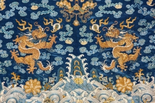 early qing dynastie ca 1700 chinese  imperial silk fragment with terrific colors, 2different kinf of gilded threads  not expensive