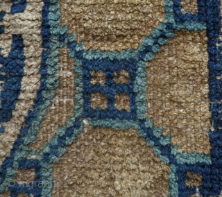 a rare early ningxia square with a bold powerfull design. interesting goli-guli center and attrative meander border, an esthetic usually seen on central asian rugs.. 63x 67cm