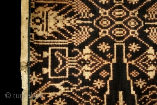 Indonesian Balinese textiles  Indonesia – Bali  007 – Kamben geringsing patelikur isi, ritual cloth, tenganan bali, handspun cotton, natural dyes, double ikat, good condition, some small holes, 206cm x 44cm -  ...