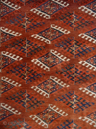 Who thinks, that the Turkmen works are dark and boring ?! 9x3 dyrnak guls in beautiful variations of greens, blues, brick-reds, yellows and whites on a light brick red ground. Note the  ...