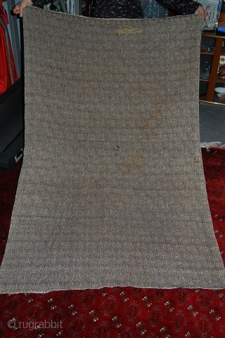 Very rare Persian shawl, very fine embroidery, few holes as seen on the pictures, the size is about 170/120cm, signed piece