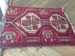 Rare with beautiful design. Around 19th cent., size is 1,01m x 0,76m.