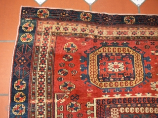 Ref 1352 Bergama circa 1800. 5'3 x 5'4 - 158 x 162 Condition is fair to good but outside border is missing