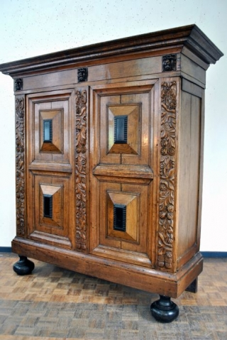 Dutch 2nd half 17th century 'Kussen kast'. Oak and walnut original lock and key. 