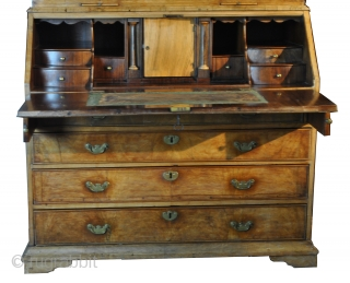 English Georgian top desk, 1780. Walnut on oak. high 248 Cm. wide 114 Cm. deep 60 cm. 