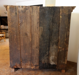 17th century Dutch Spinde kast.  High 160 cm - 5 ft 4 inch wide 150 cm. 5 ft.  Just cleaned wit green soap.  The old wax removed and left like it is  ...