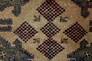 الل . الل Belouch, Beshir? Mainly natural camel wool colors.  Remarkable border with repeating caracters with the Arab word for God >>الل.  size 164 x 98 Cm.  5.4 feet x 3.2  ...