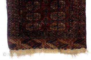 Tekke, late 19th century, 80 x 113 Cm.  Tekke guls, secondary Tschemtsche ornament.