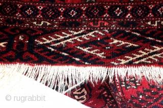 Ersari Tekke Turkmen, 275 x 203 Cm. 9.1 feet x 6.7 feet. Dyrnak guls in the headings, Tekke guls in the main field with seconary Tchemsche guls.  Great abrash. Good condition. No bleeding.  ...