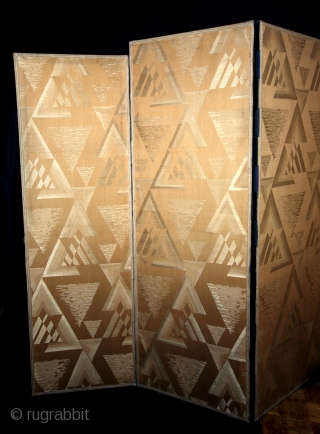 Fine ART DECO room devider, 1920, gold brocade.  High 150 and 145 Cm.  Panels wide 45 and 50 Cm.  minimal damage, see last pix.   Now on auction: https://veiling.catawiki.nl/veiling/favorites
