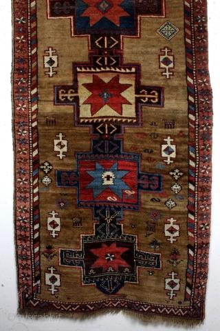 Kazak, Kuba area, Azerbeidzjan, thick like a Bidjar.  Camel wool, natural colors.  101 x 216 Cm's.  80 years old.