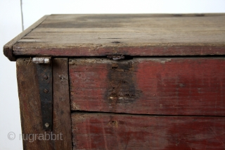 Lovley little chest, rare size, 77 cm's long ( 2.5 feet)  High 1 fth 10 inch.  Dutch early 18th century. Oak.  later the adjustment is that the front can fold open. The lid  ...