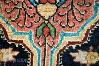 SOLD / Antique Farahan Sarough, 215 x 135 cm. 7.1 ft. x 4.5 ft.  1910-1925.  Great colors, good condition.   $ 1200,00 free shipping. /SOLD