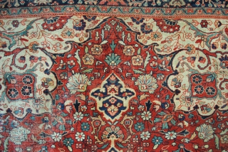 Antique Lilian, 370 x 270 Cm.  12.3 feet x 9 feet.  Medaillion design, like a large kaleidoscope, great purple in the hart.  Fine piece. A good quality shows itself by the space in  ...