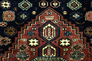 Bird-Shirvan   Very expertly knotted carpet.   Sharp details, in quiet, compatible colors.  Warp and weft in white wool.  450 kn/M ².  Second quarter of the 20th century.   107 x 166  ...