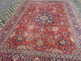 "Antique Sultanabad, 379 x 285 cm., 12' 5"" x 9' 4""."
