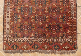 Yomut (wedding?) rug , 90 x 130 cm. with Kepse Gol design. 19 th. Century. Nice old bottle green and mid-blue colours. In good condition, slightly reduced at both ends. 420 USD Incl.  ...