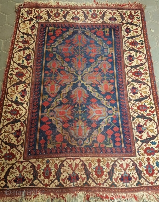Antique Avshar rug amazing colors and in good condition all original size 1,50 x 1,25 cm Circa 1850