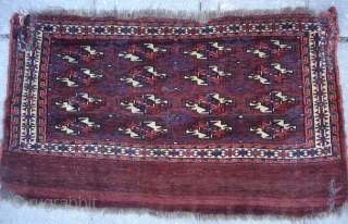Yomud cuval face 65 x 112 cm Second half 19th cent. Good colors and softly handle. Worn in three corners.