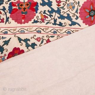 Samarkand Suzani 162 x 213 cm / 5'3'' x 6'11''