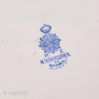 Kuznetsov Ikat Plate Early 20th C. Diameter: 35 cm / 13.78 inches