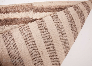 Central Anatolian Loop Technique ( Ceki ) Tulu Rug  107 x 136 cm / 3'6'' x 4'5''