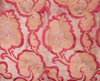 Indian or European Brocade Fragment 76 x 104 cm / 2'5'' x 3'4''