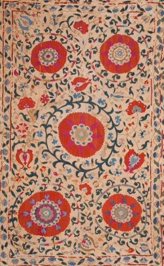 Uzbek Suzani 165 x 217 cm / 5'4'' x 7'1''