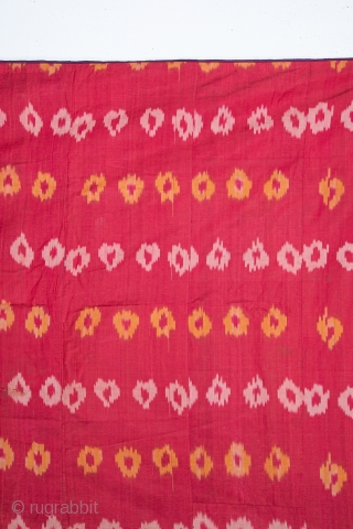 Ikat Hanging From Uzbekistan with a Russian Printed Lining early 20th C. 148 x 200 cm / 58.27 x 78.74 in.