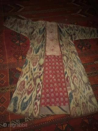 Uzbekistan - Ikat chapan, printed cotton lining - ikat facing. Circa 1900 - 1910