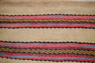 Refined vintage Baluch Taiche 150x90cm. The simple yet delicate work on this piece is impressive. In very good condition