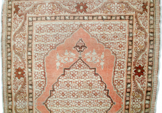 Antique Haj Jallili small rug 82x59cm. Slight fraying at the edges. Soft colours and an even low pile.