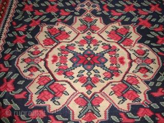 Very fine  antique  Senneh / Bidjar  West - Persien Kelim rug round  1900  143 X 220 cm. Superb natural  colours , perfekt condition .