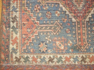Beautiful small tribal Qashqai 83 X 110 cm    19 th. some Restorations,now in good conditon.