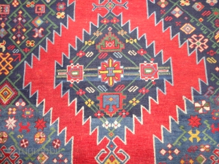 Superb  antique  Karrabagh  rug  19 th. century    178 X 267 cm.      wunderfull  Naturel  colours  with   ...