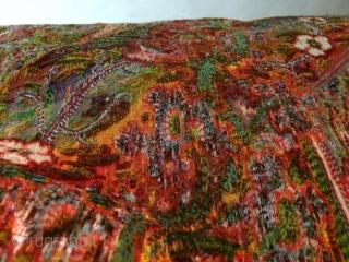 Le chef-d'œuvre du français Sun rainbow-Paisley Shawl 'combiné extrêmement avec des milliers de fleurs colorées Clear Cristal arc énorme est dans les deux des côtés de la place « au milieu de  ...