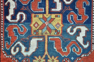 Splendorous south/east Caucasian carpet with cloudband design. Upper and lower end uncomplete, both sides Shirazi new wrapped. 168 x 116 cm, one big fissure and some parts with low floor. Brilliant colors.  ...
