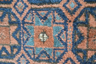 Antique Star Baluch in 100% original condition. Original kilim ends and selvages. Full pile. Includes bottle green dye. Unwashed. I could not find anything similar in the literature.