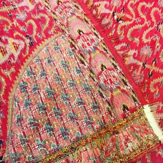 """Antique Kashmir moon shawl, unusual design, colours & condition is excellent, No fade no holes"""" Size 6feets by 5,5feets"""
