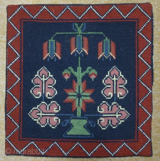 Antique cushion Swedish cross stitch, no: 203, size: 34*36cm, wool on linen, all natural colors.
