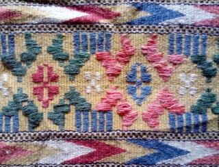 Antique Swedish kilim(Rolakan technique), no: 392, size: 92*45cm.